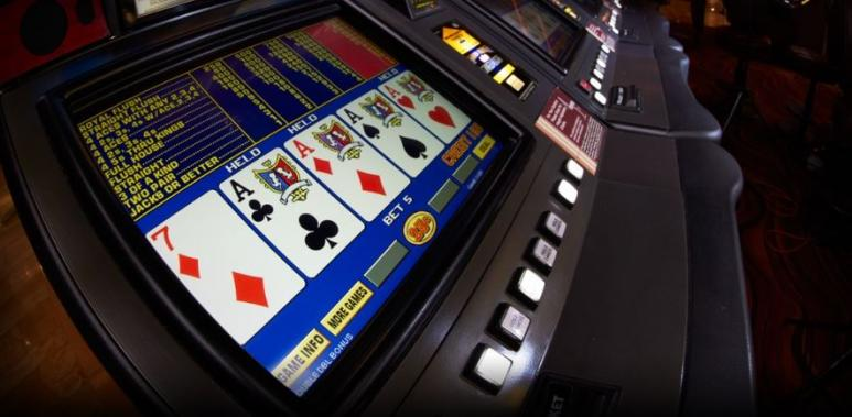 jeux de video poker dans un casino